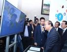Thủ tướng Nguyễn Xuân Phúc tham quan Triển lãm về công nghệ, công nghiệp Việt Nam