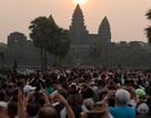 """Mặt trái của """"làn sóng"""" du khách Trung Quốc ồ ạt đổ về Campuchia"""