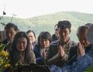 Đông đảo nghệ sỹ khóc nghẹn trong giây phút tiễn biệt NSND Anh Tú