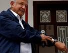 """Tân tổng thống Mexico """"nghèo"""" nhưng hãy nhìn vợ ông ấy..."""