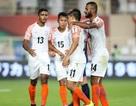 """Người hùng giúp Ấn Độ """"vùi dập"""" Thái Lan chính thức vượt qua Messi"""