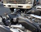 """Xe tải """"lùa"""" 5 xe máy trước trạm thu phí, Mazda húc liên hoàn trên phố"""