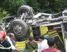 Vụ xe chở đoàn sinh viên rơi xuống vực: Tài xế vượt ẩu ở đường đèo?