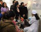 Bộ trưởng Y tế thị sát tiêm vắc xin 5 trong 1 tại trạm y tế