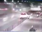 """Camera ghi lại thời khắc xe tải """"đại náo"""" hầm vượt sông Sài Gòn"""