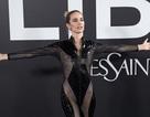 """Ca sỹ Tây Ban Nha gây sốc với trang phục lưới """"quên nội y"""""""