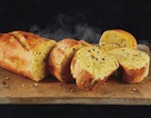Chỉ ngồi và ăn bánh mì, đút túi nửa triệu đồng mỗi giờ