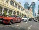Người dân TP.HCM hào hứng với màn trình diễn của những chiếc xe Lux