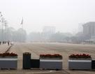 Gần trưa, Hà Nội vẫn chìm trong sương mù dày đặc