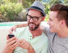 """""""Trai thẳng"""" kiện Apple vì bị chuyển thành... đồng tính do sử dụng iPhone"""