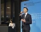Trọng Hiếu lịch lãm khi trình diễn quốc ca Việt Nam và Đức