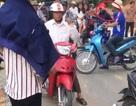 """""""Ông trùm"""" đe không cho xe ôm chở khách, đoàn người rời chùa Hương trong ấm ức"""