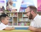 Cậu bé 6 tuổi nói tiếng Anh như gió với người nước ngoài