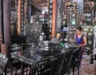 Chiêm ngưỡng căn nhà cổ có cả 100 món đồ gỗ cực quý hiếm