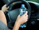 Bị phạt 2,5 triệu đồng vì uống nước trong lúc lái xe