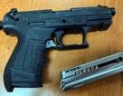 Hà Nội: Nam thanh niên dùng dao, súng đuổi người đến đòi nợ