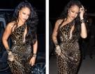 Rihanna xinh đẹp với váy da báo xẻ sâu