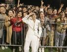 Khán giả quốc tế khóc, suýt xô đổ hàng rào khi xem Vũ Cát Tường trình diễn