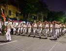 Đội kèn Công an nhân dân biểu diễn quanh Hồ Gươm, rộn ràng phố đi bộ