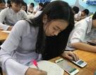 TPHCM: Học sinh làm bài thi trên... điện thoại