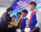 Trao 110 suất học bổng đến học sinh đồng bào thiểu số, hải đảo