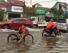 """Hàng loạt tuyến đường ở Thành phố Hà Tĩnh, Vinh chìm trong """"biển nước"""""""