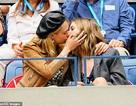 Cara Delevingne hạnh phúc bên người tình đồng giới Ashley Benson