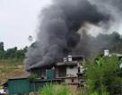 Giải cứu 2 cụ già, 1 trẻ nhỏ mắc kẹt trong đám cháy lớn