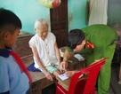 Công an đến tận nhà làm chứng minh thư cho người già, người khuyết tật