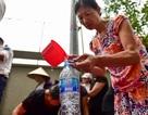 Nước sạch sông Đà vừa được cấp trở lại chưa thể ăn, chỉ để tắm rửa