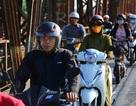 Đón gió lạnh đầu mùa, người Hà Nội mặc áo ấm xuống đường