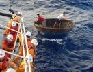 Vượt hơn 250 hải lý cứu thuyền viên bị nạn ở Trường Sa