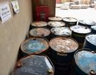 Cận cảnh kho chứa dầu thải của công ty gốm sứ Thanh Hà