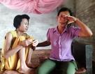 Xót xa người phụ nữ gồng mình chịu cảnh hai người tâm thần trong gia đình hành hạ
