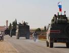 """Video quân cảnh Nga tiến vào """"điểm nóng"""" biên giới Thổ - Syria"""