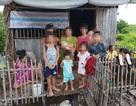 Người phụ nữ mới sinh và 7 cháu bé thoát nạn khi căn nhà lá bốc cháy
