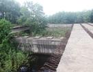 """Nhiều cây cầu tiền tỷ xây dở dang """"ngủ quên"""" giữa nắng mưa"""