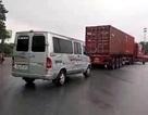 """Hà Nội: Xe khách, xe container """"rủ nhau"""" đi ngược chiều"""