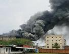 Đang cháy lớn xưởng mút xốp ven TPHCM