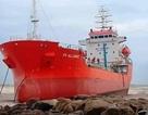 """Bão sắp đổ bộ, Quảng Ngãi lo """"sốt vó"""" bảo vệ tàu chở 76.000 lít dầu đang mắc cạn"""
