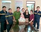 Cô gái được cứu trong đám cháy cảm ơn lính cứu hỏa