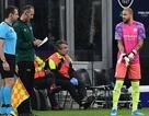Man City mất hai thủ môn, dùng hậu vệ gác đền bất đắc dĩ