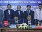HLV Park Hang Seo chia sẻ xúc động trong ngày gia hạn hợp đồng với VFF