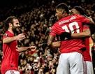 Hàng công thăng hoa, Man Utd giành vé đi tiếp sớm