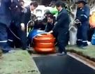 Lễ an táng gặp sự cố, thi thể cựu thị trưởng Peru văng khỏi quan tài