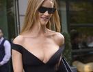 Rosie Huntington-Whiteley quyến rũ ra phố với váy trễ nải