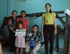 Phú Yên: Bạn đọc giúp đỡ gia đình bé gái 12 tuổi bán vé số nuôi mẹ và em thơ