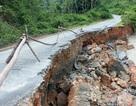 Sập nhà, sạt lở đường do mưa lớn kéo dài