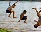 Tắm sông ngày nghỉ, 2 trẻ chết đuối thương tâm