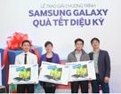 100 khách hàng trúng thưởng quà Tết của Samsung Galaxy
